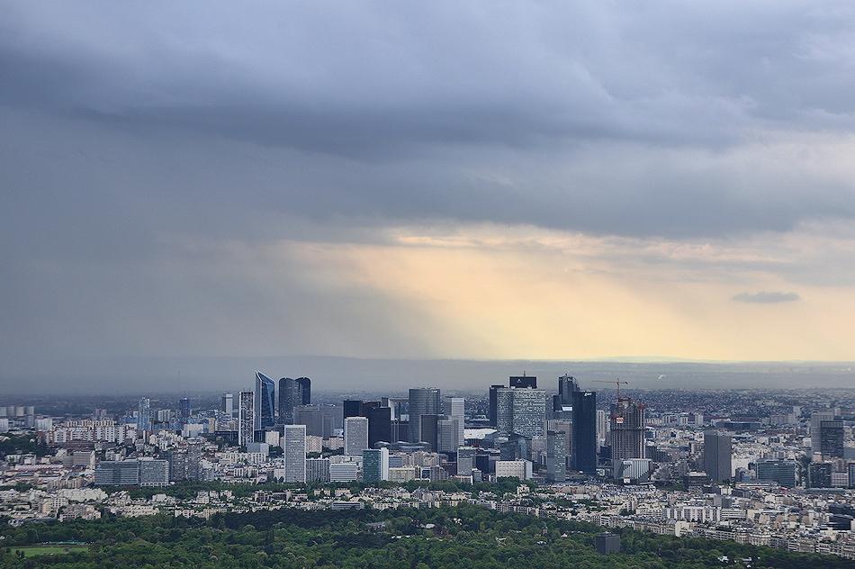 Paris La défense depuis la tour eiffel un jour très couvert